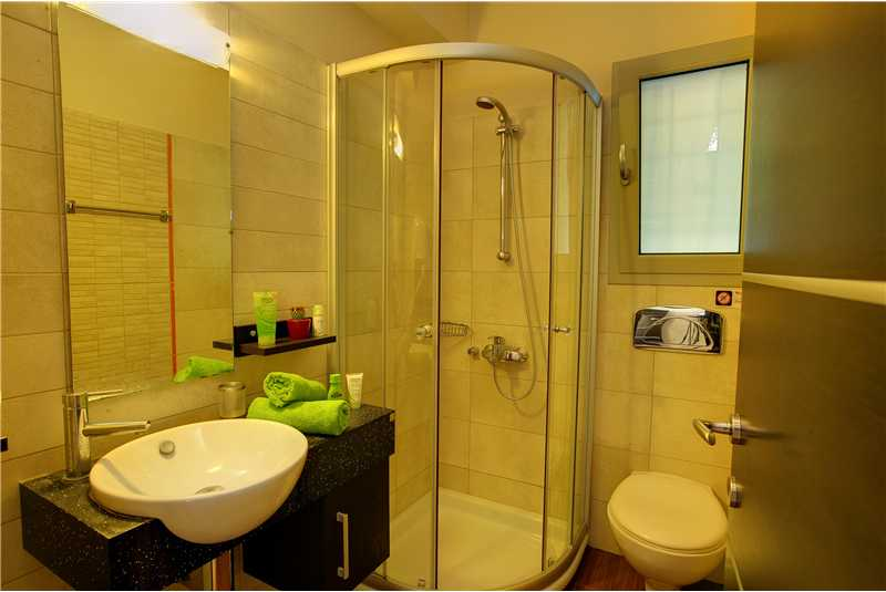 Villa Alexandra shower with wc
