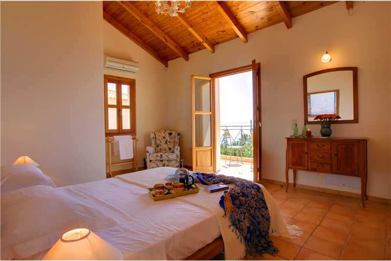 Villa Hilltop master double bedroom with en suite