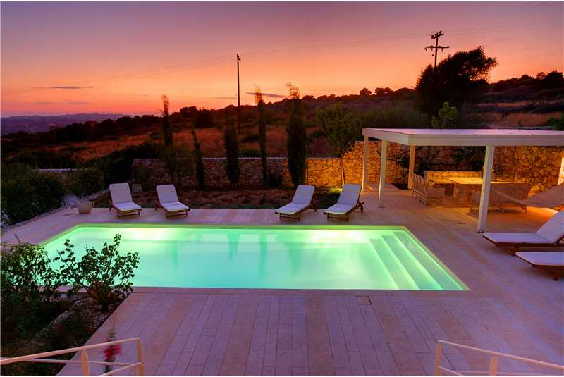 Villa Linatela pool at sunset.bmp